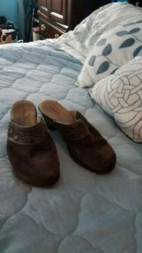 Stop spot clogs brown suede  Size 8 1/2