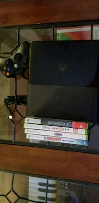 Xbox 360 2gb with 4 games  Laurel, 20707