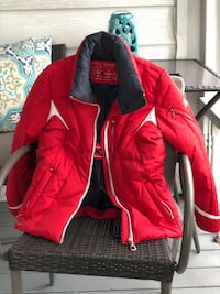Basically new ski jacket. Only worn twice. Selling cheep because there is no hood, originally bought for &150 Pataskala, 43062