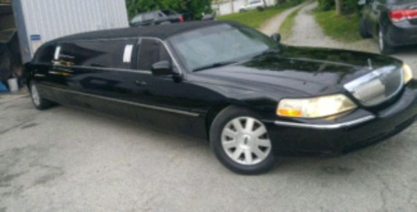 Lincoln - Town Car - 2004 limo