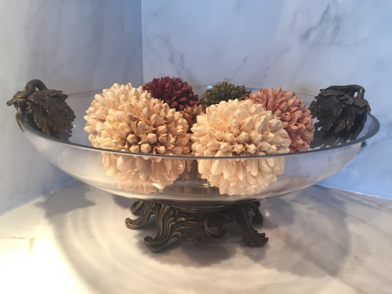 Large Glass Gold-Tone Fruit Bowl with Brass Pedestal Base 23eef651-bf5a-45e8-8237-56ccf02eb57d
