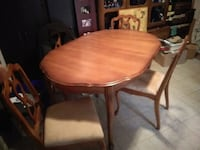 Vintage dinning table and chairs Edmonton, T5P 2R3