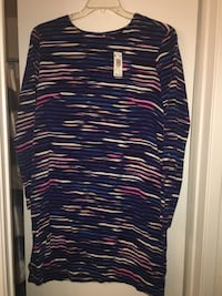 black, white, and red scoop neck long sleeve shirt size XL Las Vegas, 89108