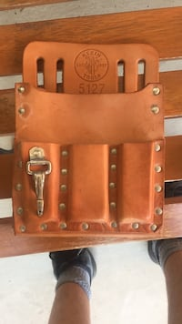 Brown leather tool holder Vaughan, L6A 1J4