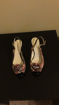 pair of red-and-black floral pumps Alexandria, 22306
