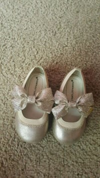 Shoes for toddler size 5 Triangle, 22172