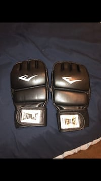 Pair of black everlast MMA gloves Highland, 92346