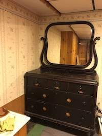 4 poster bed and dresser Wyoming