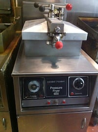 HENNY PENNY PRESSURE COOKER [like new] & very good condition New Brunswick, 08901