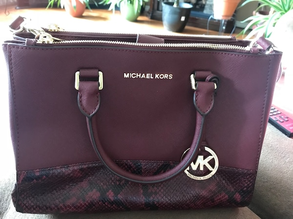 Barely used Authentic Michael Kors bag!