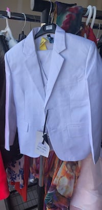 Little boys size 3 white suit!!! Worn once and dry cleaned  London, N6L
