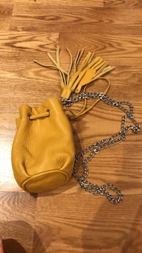 Roots leather bucket bag  Mississauga, L5G 1P4