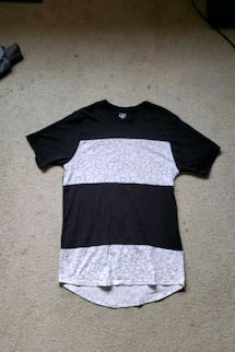 LARGE BLACK AND WHITE PATTERN TSHIRT