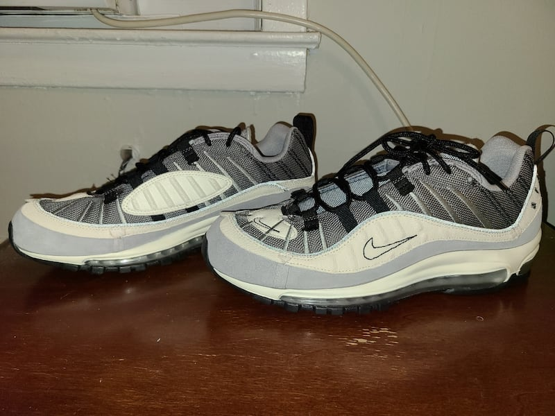 Nike Air Max '98 Inside Out Wolf Grey Size 10 Men  1cb823c4-b3b1-4117-8abf-f0421ab1050d