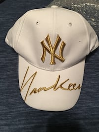 white and brown New York Yankees fitted cap Montréal, H3N 2K3
