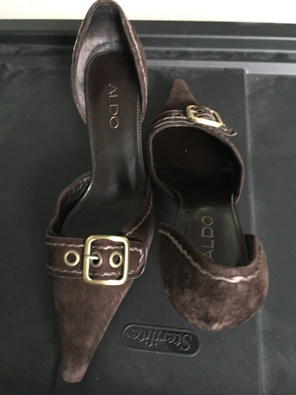 dba85debfec7 Brukt women s pair of brown aldo pointed toe kitten heels til salgs i  Milton - letgo