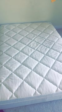 White and gray floral mattress Arlington, 22201