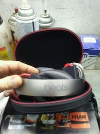 gray Beats by Dr.Dre headphones with case
