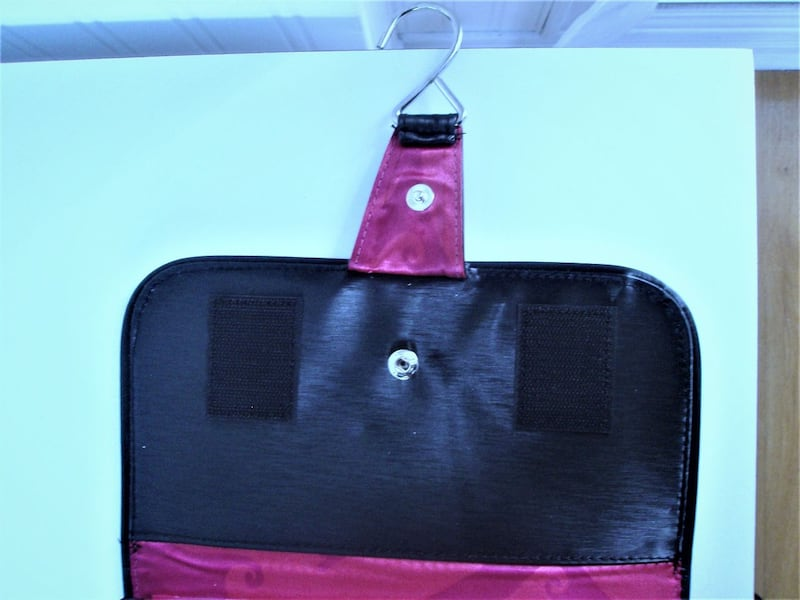 NEW TRAVEL ROLL-UP, HANG-UP CASE WITH 8 REMOVABLE POCKETS 3e2624f5-7903-46ab-9d4d-c50bd3001570