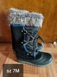 black snow boots size 7 Med in great condition  Brooklyn, 11214