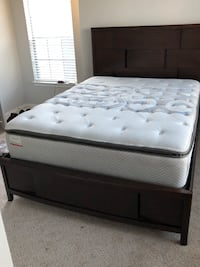 Queen bed frame with mattress set. Houston, 77082