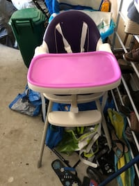 Baby's white and pink high chair Kitchener, N2R 0A6