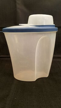 Rubbermaid 3qt storage container with measuring cu