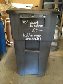 Garbage or recycle Sturdy rollaround container