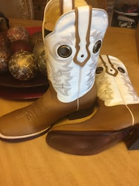 pair of white-and-brown leather cowboy boots Fontana, 92335