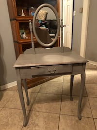 Small chalk painted vanity Mandeville, 70448