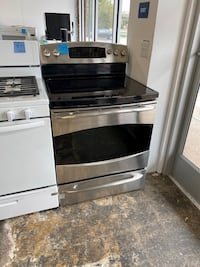 WE DELIVER! GE Electric Stove Oven Self Cleaning With Steam Cleaning #771