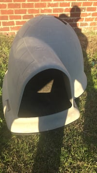 Gray and black pet carrier 657 mi