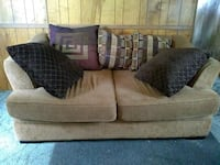Love seat 100$ obo Roswell, 88201