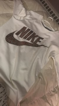 White & Gold NIKE sweater Mississauga, L5A