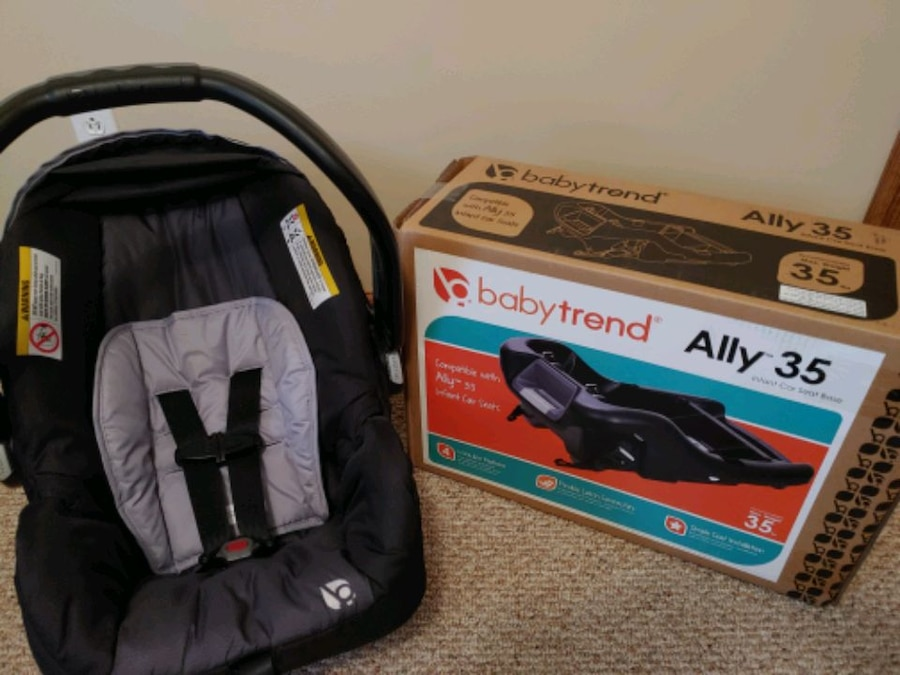 Photo Baby trend car seat and 3 bases