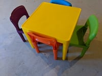 Tot Tutors Snap-Together 5-Piece Table and Chairs Set in Vibrant Multicolor Chantilly