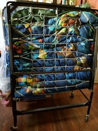 Fold up bed frame twin size. No mattress Los Angeles, 90023