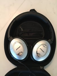 BOSE Noise Cancelling Headphones LIKE NEW W Microphone