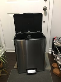 Large garbage can with step pedal Toronto, M6P 3G9
