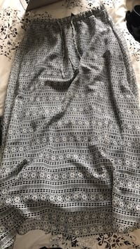 Gap maxi skirt size small (has lining in it) Belleville, K8P 5B6