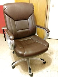 Brown leather padded rolling chair Mississauga, L5B