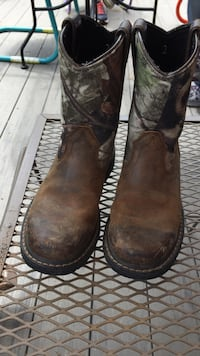 Girls camo boots size 2, great shape. Lincoln, 68528