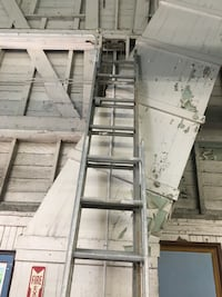 2 extendable ladders  Whittier, 90602