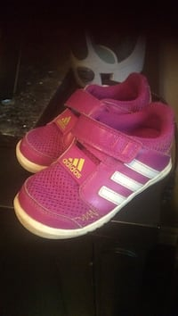 white-and-pink Adidas single hook-and-loop strap running shoes, size 6X, excellent condition   Hanover, N4N 3V3