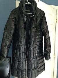 Black bubble guess zip-up jacket