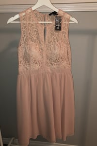 Lace dress Edmonton, T6H 1G2