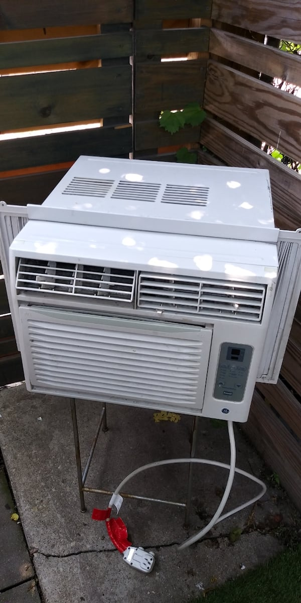 Air. Conditioner for sale 38639422-0ad6-47f0-a507-8fa9d6cfd4ce