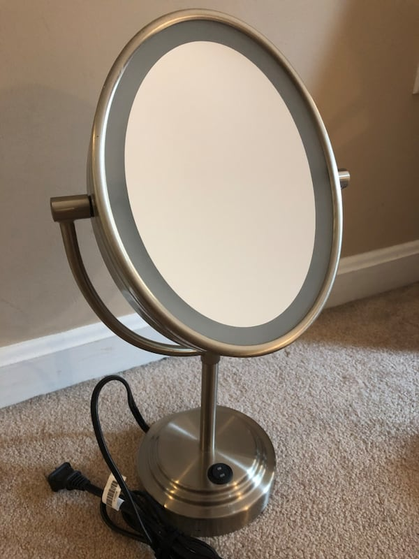 Lighted bathroom mirror 3163586d-e051-4fbf-95f3-a830d85b41d4