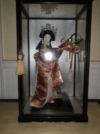 Authentic Vintage Geisha Doll & Display Case Sterling, 20164