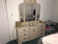 Wood dresser and mirror great condition  New York, 11209